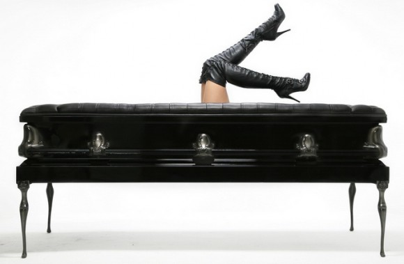 Heretic-Sofa-Coffin-Women-580x379