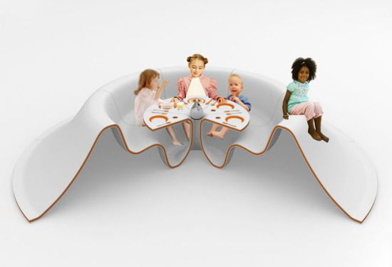 slide-eat-lunch-table_TsCrM_58