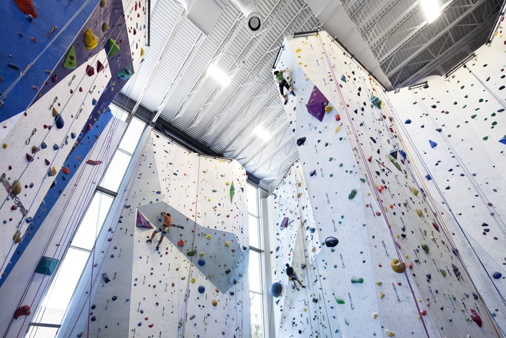 53022e3fe8e44ec490000019_allez-up-rock-climbing-gym-smith-vigeant-architectes_1117-01_07_sc_v2com