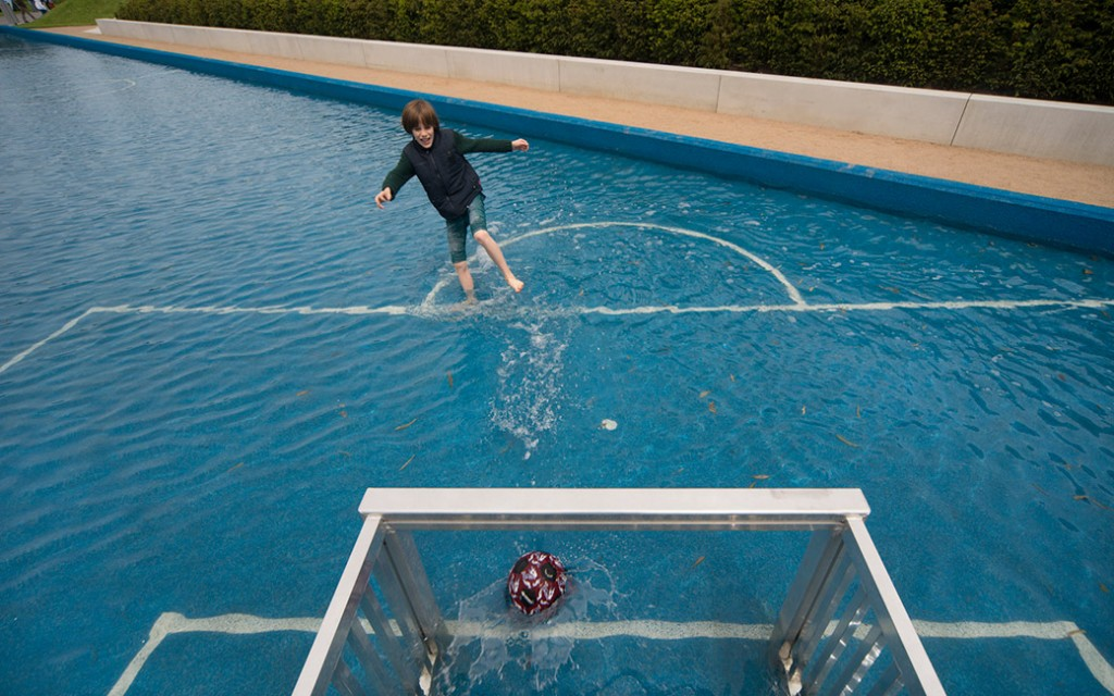 Aqua_Soccer-and-Dymaxion_Golf-by-Topotek1-05