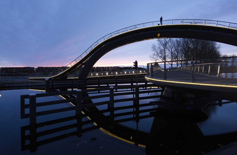 dezeen_Melkwegbridge-by-NEXT-Architects-and-Rietveld-Landscape_2