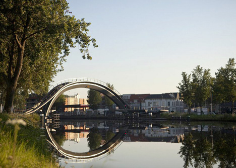 dezeen_Melkwegbridge-by-NEXT-Architects-and-Rietveld-Landscape_7