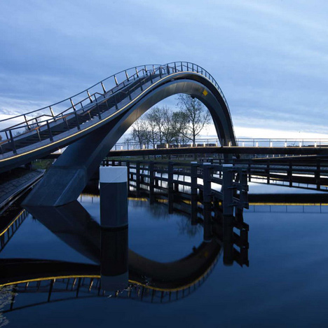 dezeen_Melkwegbridge-by-NEXT-Architects-and-Rietveld-Landscape_sq_3