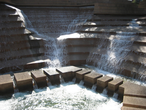 fort-worth-water-gardens-active-pool-002