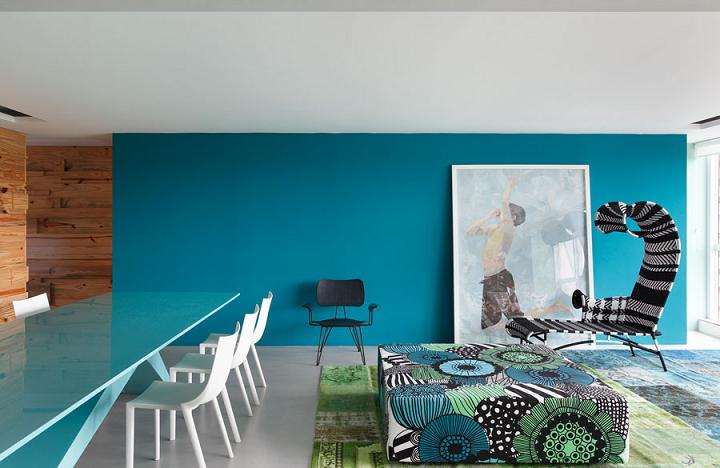 blog.oanasinga.com-interior-design-photos-blue-living-room-bold-pattern-mix-william-torres-brazil-4