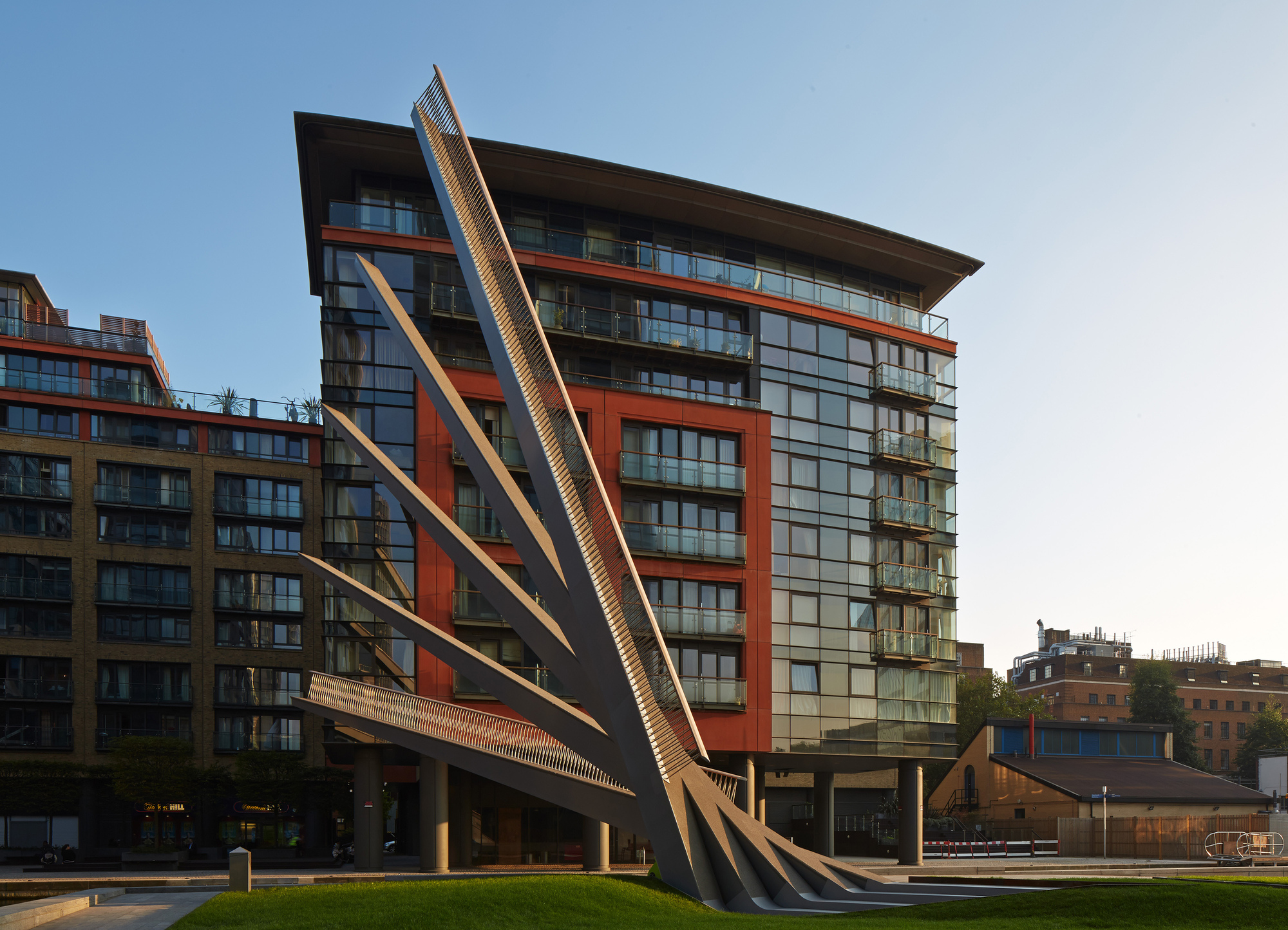 542de4d3c07a80548f0004bb_merchant-square-footbridge-knight-architects_merchant_square_bridge1_medium