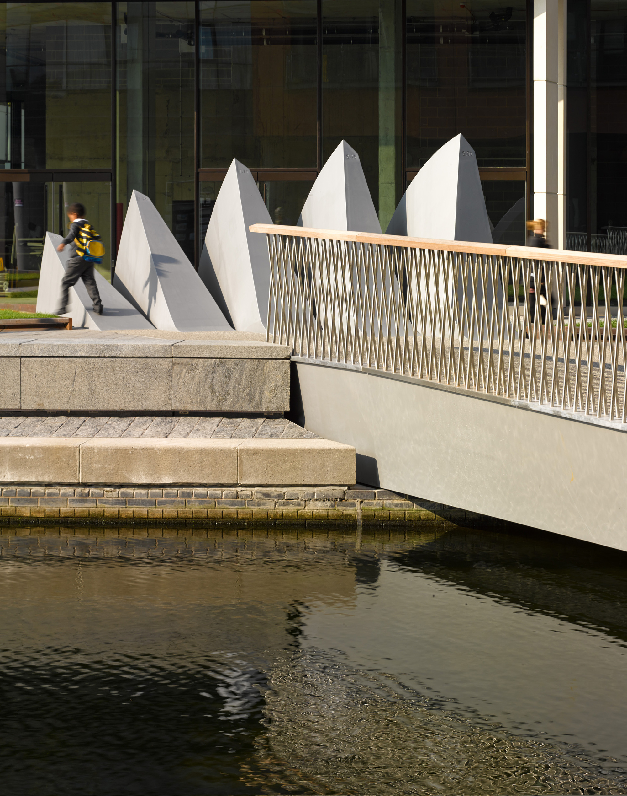 542de520c07a80548f0004bd_merchant-square-footbridge-knight-architects_merchant_square_bridge5_medium