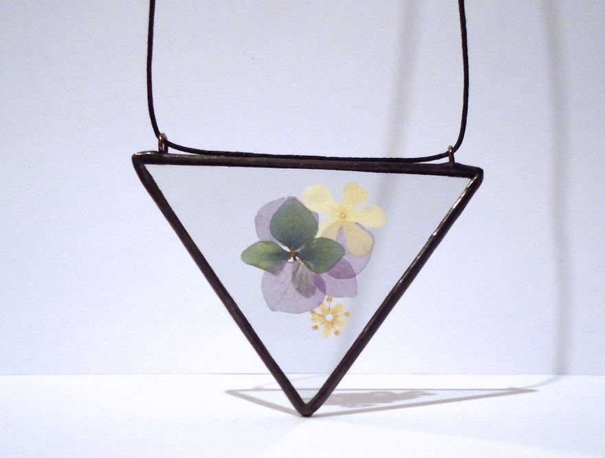 nature-inspired-accessories-with-real-flowers-inside-10__880