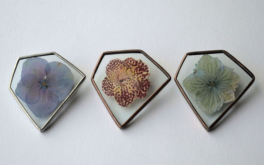 nature-inspired-accessories-with-real-flowers-inside-12__880