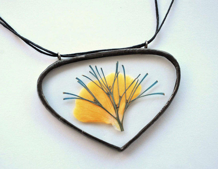 nature-inspired-accessories-with-real-flowers-inside-3__880