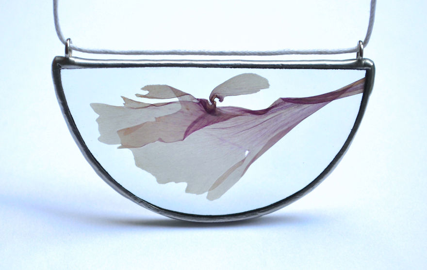 nature-inspired-accessories-with-real-flowers-inside-5__880